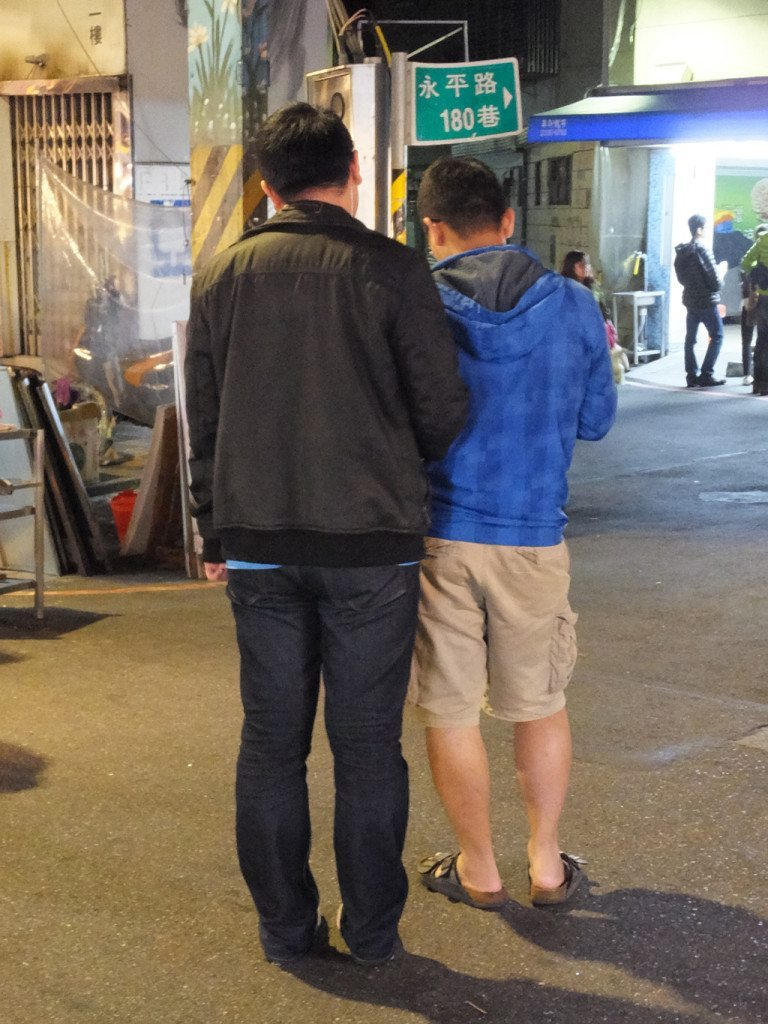 taiwan night market gay couple 1