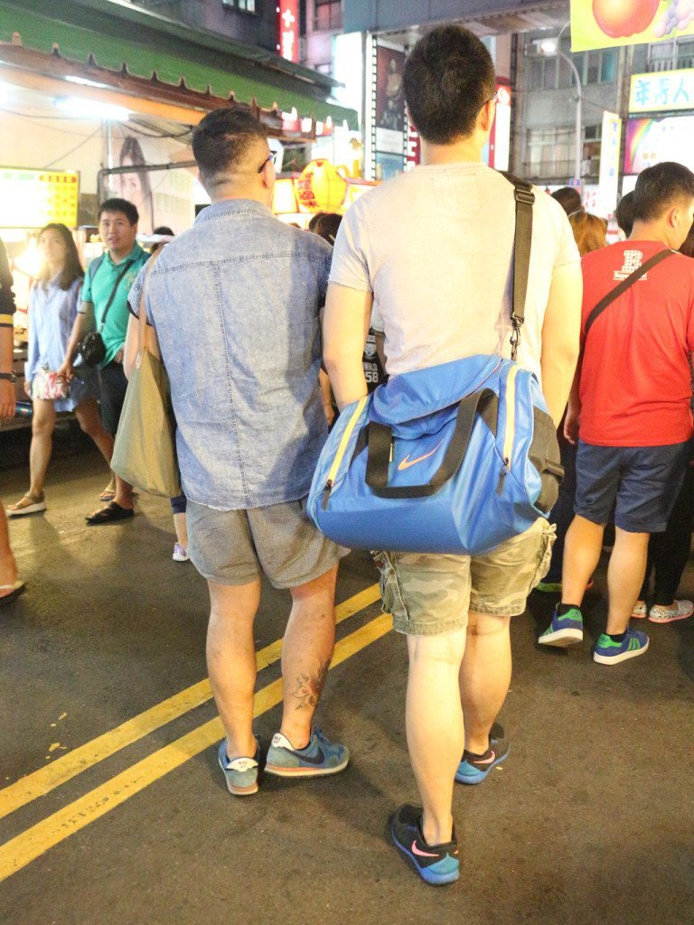 taiwan night market gay couple 2