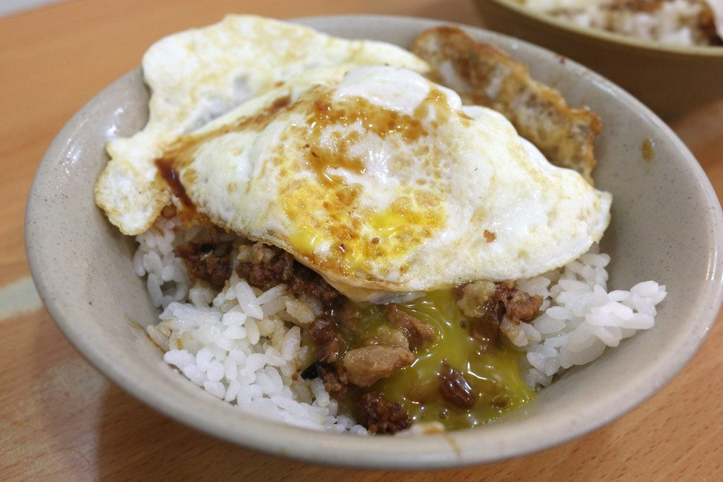 tiantianlimeishifang luroufan with fried egg
