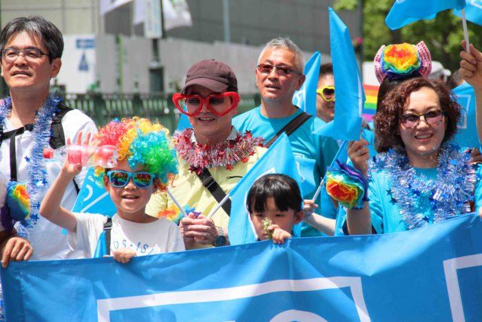 セクシャルマイノリティ当事者から、アライまで、国籍・年齢・性別・性自認も様々な人が一緒に歩きました。 撮影:toboji