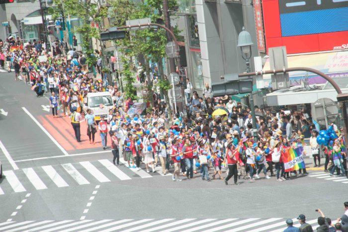 東京のパレード史上初の渋谷駅前スクランブル交差点を通過! 撮影:toboji
