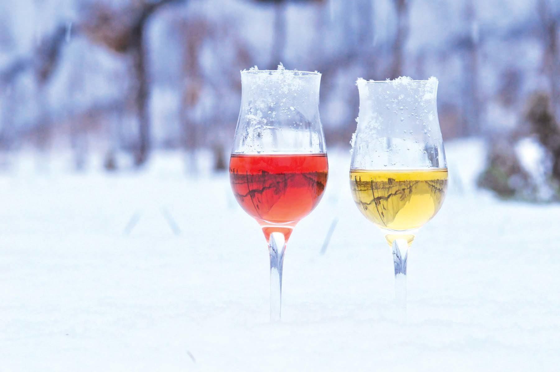 カナダは希少なアイスワインの産地としても有名です。大切な方へのお土産にも最適。 画像引用元 http://www.cultureaddicthistorynerd.com/2016/01/2016-niagara-icewine-festival-video/