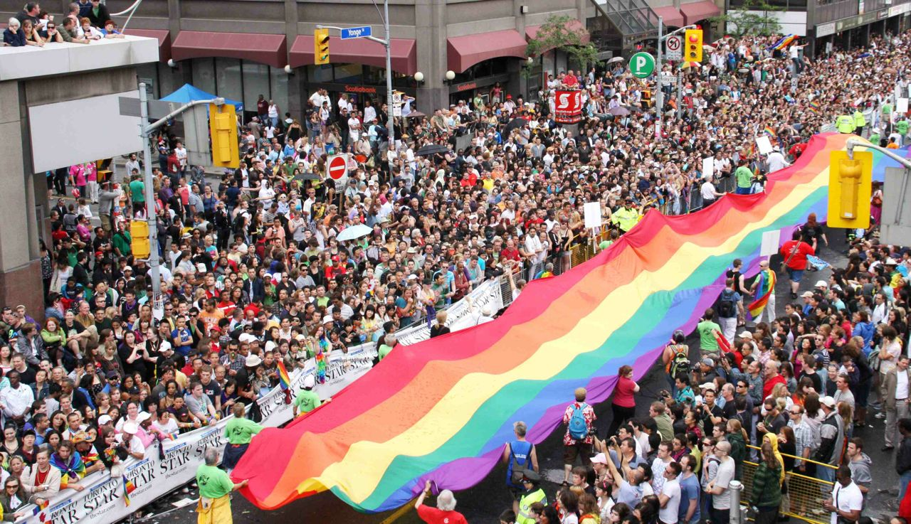 画像引用元 http://outtv.ca/blogs/pride-toronto-announces-surplus-elects-new-board-members-and-introduces-2016-pride-month/