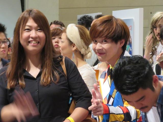 OUT IN JAPANにも参加しているSECRET GUYZの諭吉氏(右)とマネージャー氏