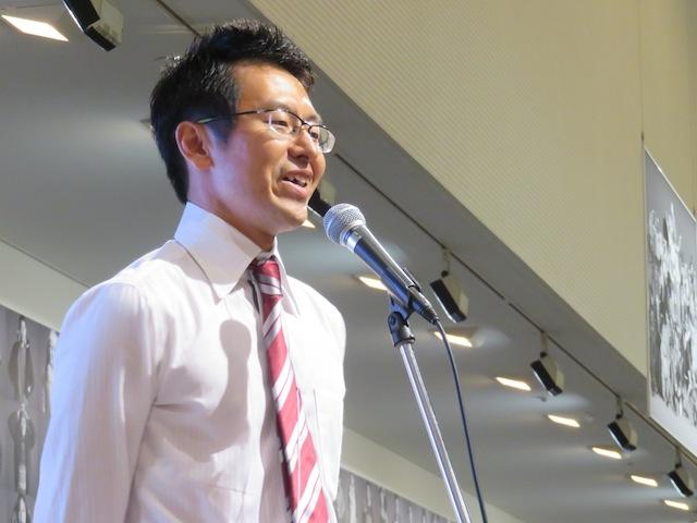 レセプションパーティーで挨拶する映画祭代表の宮沢英樹氏
