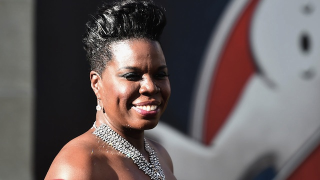 画像引用元 http://www.etonline.com/news/192898_leslie_jones_opens_up_about_her_stunning_ghostbusters_premiere_dress_i_feel_like_a_dream/