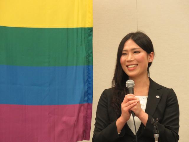 朝倉ケイト(歌手)トランスジェンダー