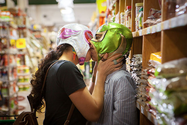 メイン_signaturemove_zaynab_and_alma_grocery_store_kiss