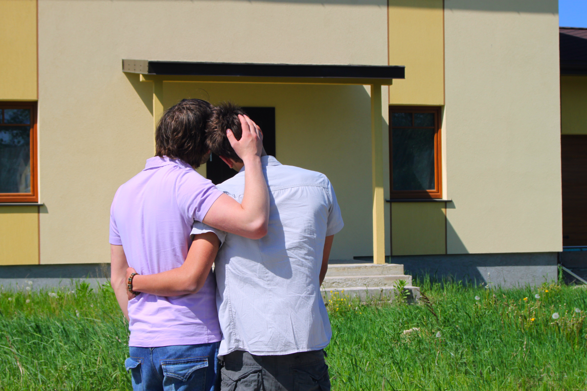 gay-male-couple-house-bs